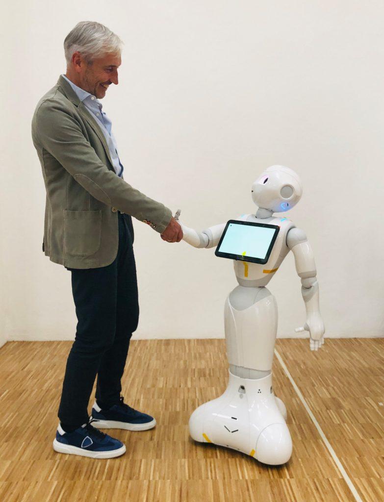 Begrüßung Kommunikationsroboter Pepper