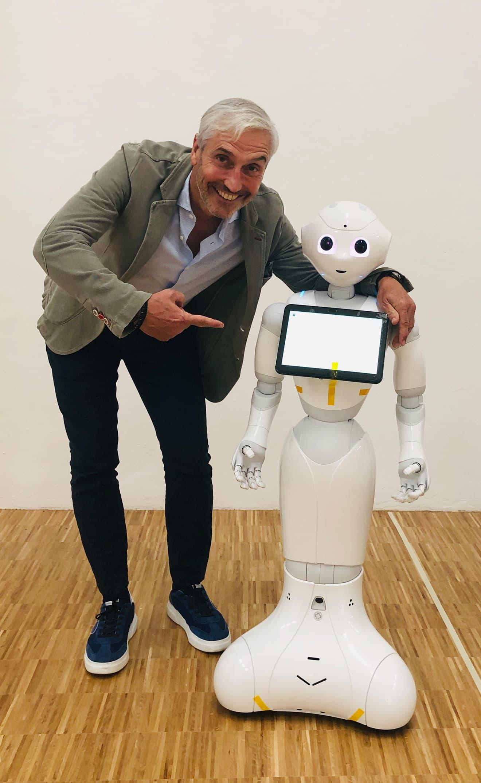 Begrüßung des Roboters Pepper
