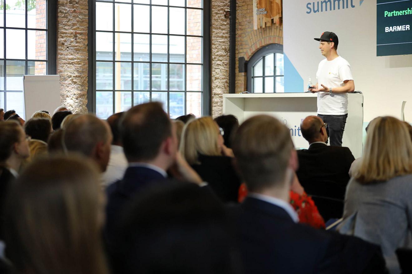 Vortrag von Paul Hadrossek beim Web Summit